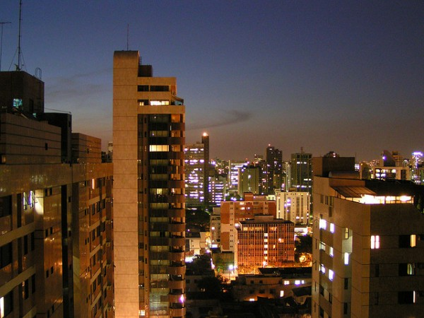 Belo Horizonte by night, ©metal-dog/Flickr